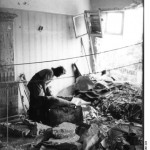 Berlin, bombed-out apartment. Bundesarchiv, Bild 183-N0301-323 / Donath, Otto / CC-BY-SA